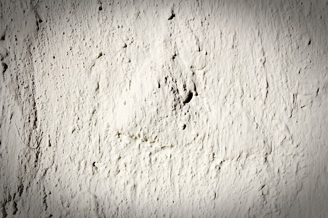 how to identify synthetic stucco